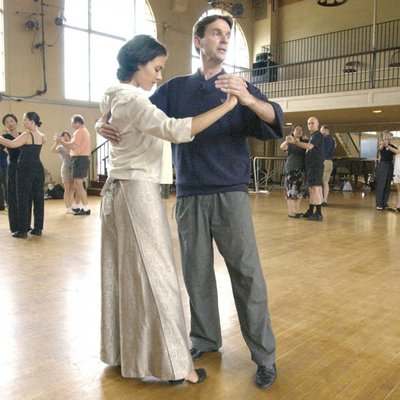 Richard Powers enseigne la danse